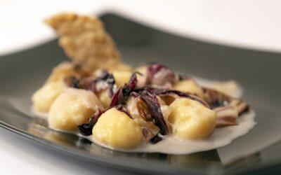 Gnocchi di Schüttelbrot con radicchio e formaggio